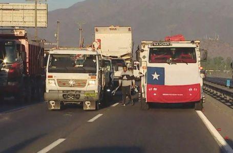 Camioneros bloquean la ruta 68 para reclamar rebaja del TAG