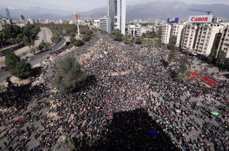 Diputados del FA acuden a tribunales por año nuevo en Plaza Baquedano