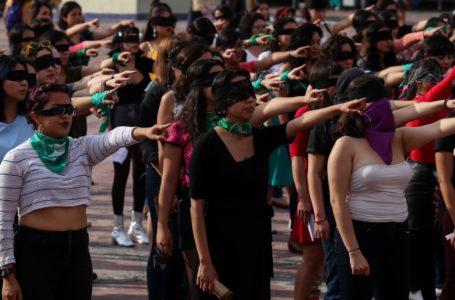 Más de mil chilenas interpretaron performance de Las Tesis en Plaza de la Memoria