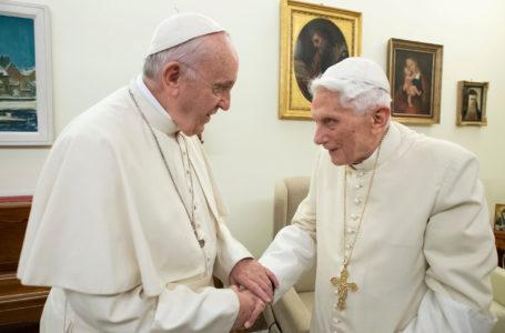 Benedicto XVI retiró su firma del libro sobre el celibato y acusan a los conservadores de manipularlo para presionar a Francisco