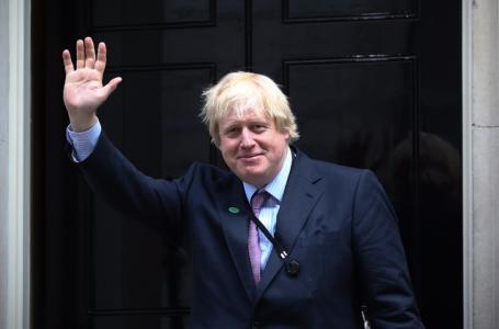 Boris Johnson es asistido con oxígeno tras ser hospitalizado por coronavirus