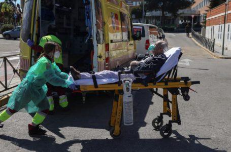 España reporta 435 muertos por coronavirus en 24 horas, segundo día de ligera subida
