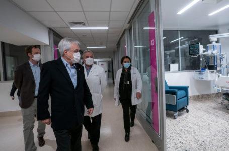 Goteras en el Hospital Félix Bulnes, recién inaugurado por Piñera