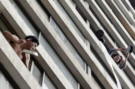 Cacerolazos contra el hambre cierran jornada de protestas en Santiago