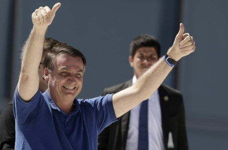 Brasil supera los 10 mil muertos por coronavirus y Bolsonaro se pasea en moto de agua