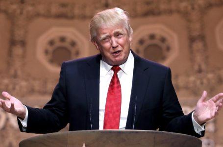 Trump abandona conferencia de prensa tras discutir con periodistas