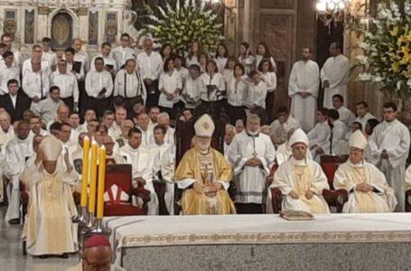El arzobispo Aós llamó a votar e informarse en el Plebiscito