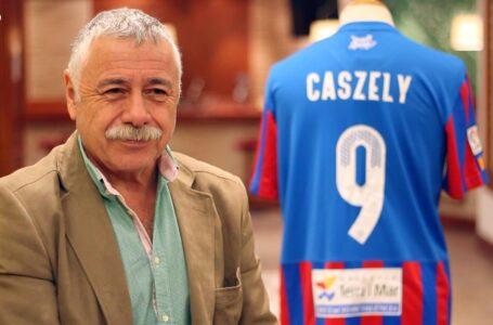 Caszely apunta a Basay como DT ideal para Colo Colo